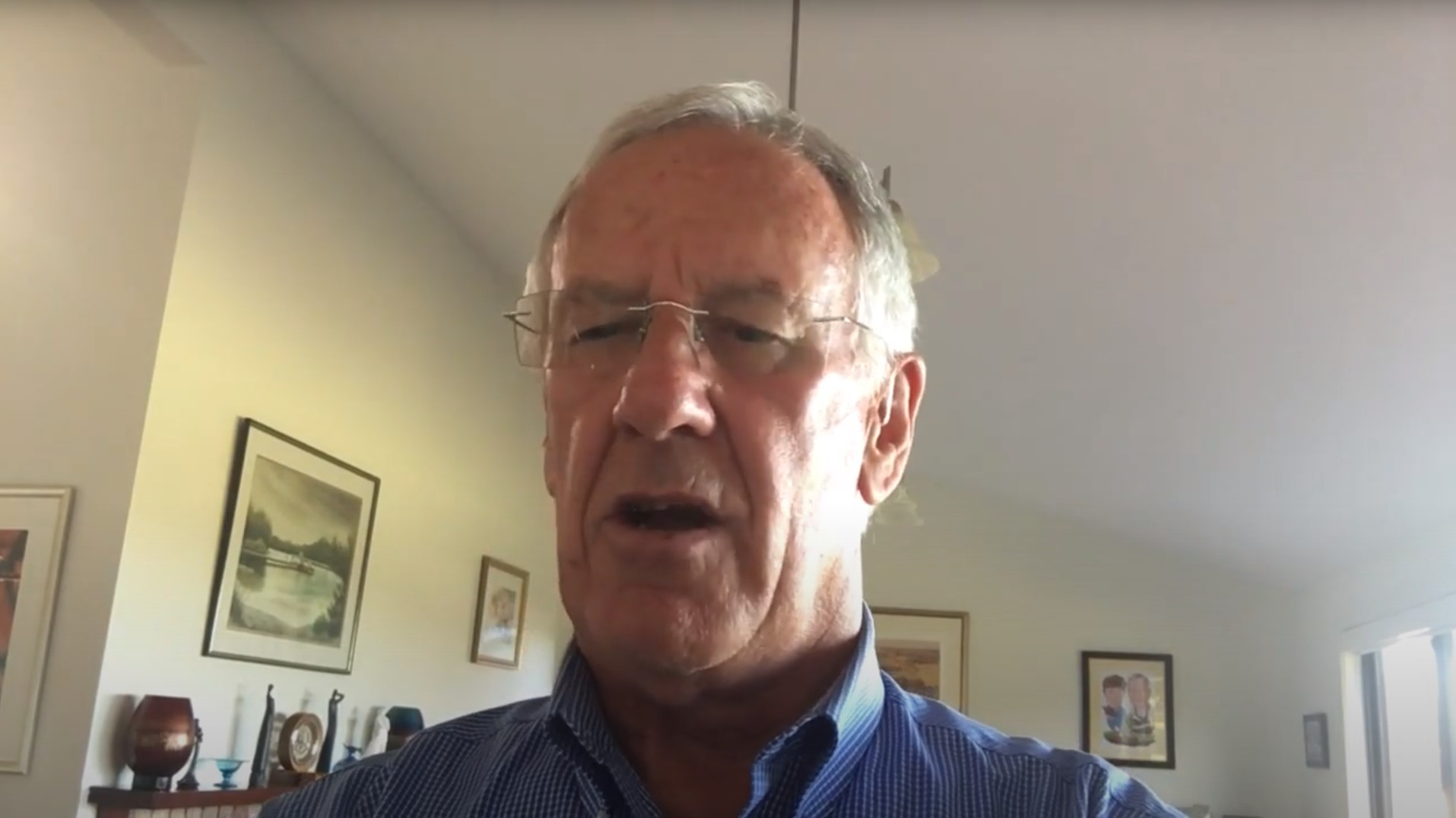 Past RI Director Noel Trevaskis honours a Rotary hero