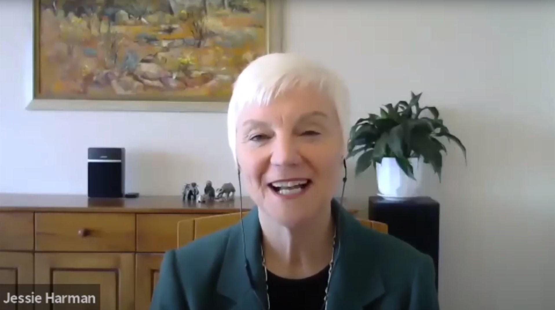 RI Director-elect Jessie Harman honours a Rotary hero
